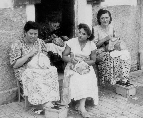 Italian Vintage Photographs ~ Martina Vidal Venezia (creating lace at home in Venice):