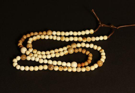 Ketten lang - Kette Perlen Kugeln Mammut Bein - ein Designerstück von carvingcollection bei DaWanda