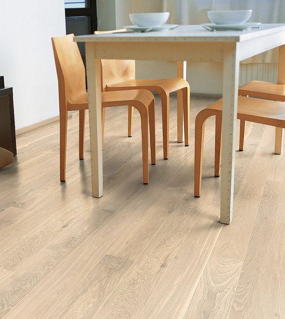 El #suelo de #parquet Roble A La Cera Blanco Mate de la colección #Castello de #Quick-Step  tiene un diseño muy natural y luminoso. Su acabado es lacado y tiene unas medidas de 145mm de ancho x 1820mm de largo x 14mm de grosor.