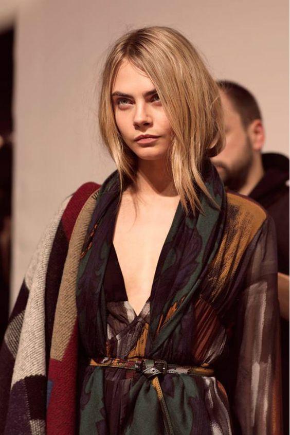 Cara Delevingne protagonista sobre la pasarela de London Fashion Week para Burberry