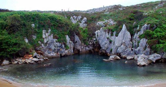 Fenômeno raro cria praia 'oculta' a 100 metros do mar na Espanha