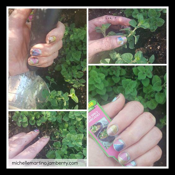Been working in the yard & my nails still look AMAZING!  #diynailart #gardening #cutenails