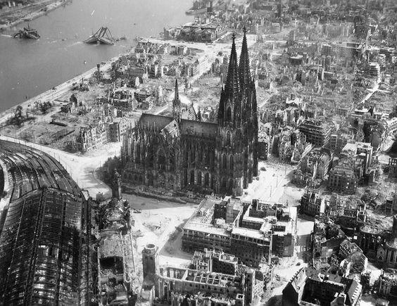 Hauptbahnhof (bottom left) and Dom