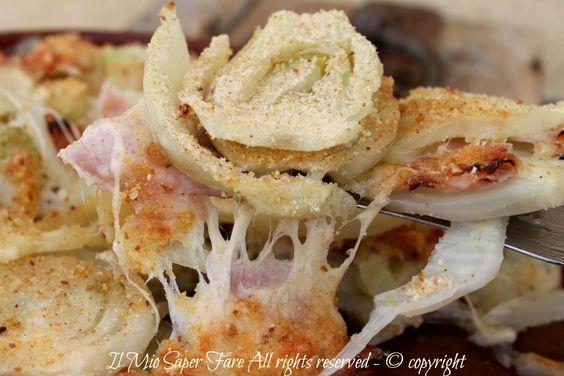 Finocchio al forno alla parmigiana ricetta dal sapore delicato che conquista e sorprende. Senza panna e il parmigiano reggiano viene sostituito con gruviera