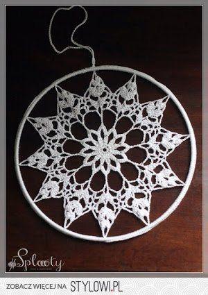 Sploooty: Świąteczna, szydełkowa dekoracja okienna.