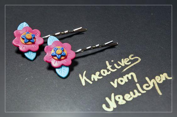 Blümchen-Haarnadeln pink, orange, blaue Blüte mit türkisen Blättern.   Super niedlich auch für kleine Blumenmädchen :)     Die Blümchen aus Polymercla