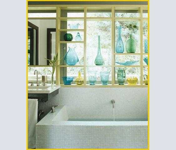 di vasi vintage Benko crea una cornice colorata per la vasca da bagno ...