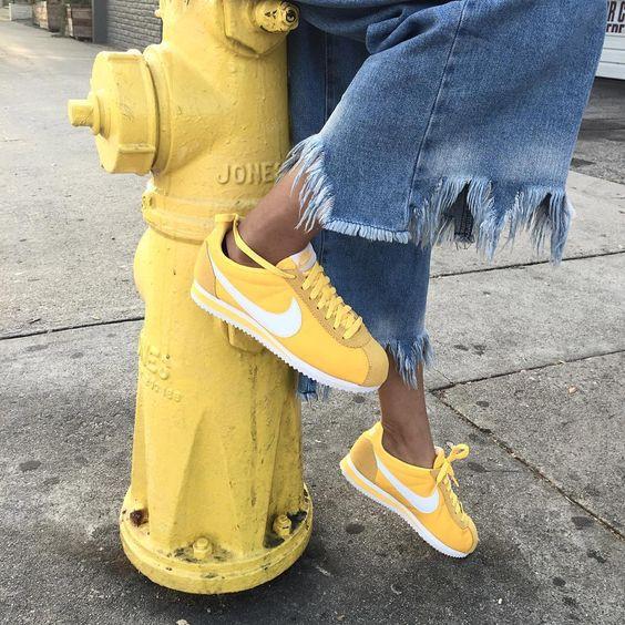 Sneakers femme - Nike Cortez jaunes ©willgyc