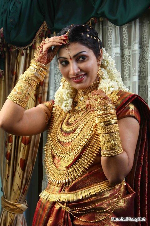 All That Glitters Is Gold Bride Is Kerala Based Muthoot Finance Corp Ceo S Daughter India S Larg Kerala Bride Indian Bridal Wear Bridal Jewellery Indian