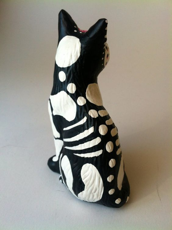 Day of the dead cat sculpture hand painted cat por SpiritofAine