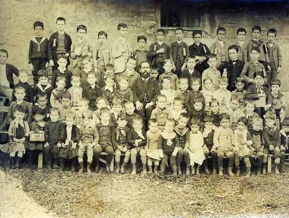Alumnos de una escuela en Guadix (Granada) el 21 de septiembre de 1.889