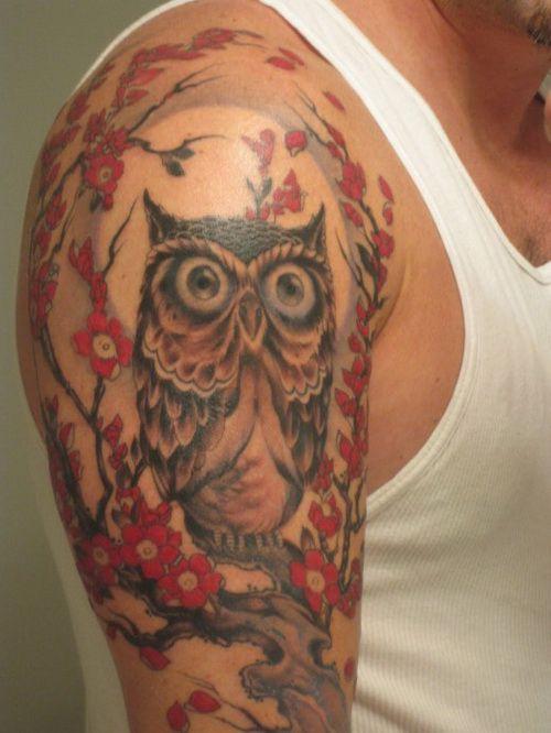 tatouage homme bras hibou couleur