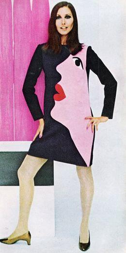 Vestido Pop Art de Yves Saint Laurent datado de 1966, quando esta corrente artística começou a invadir o mundo da moda e a aparecer nas peças, normalmente na forma de estampados.