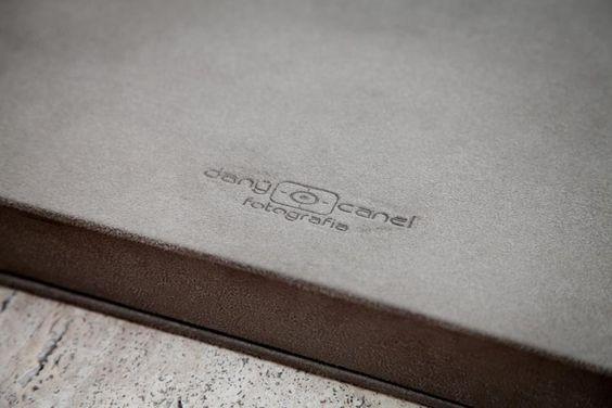 Detalhe do clichê gravado na caixa para álbum. Fotógrafa Dany Canel