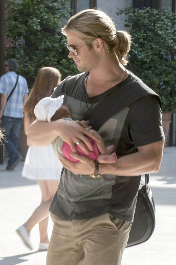 Chris Hemsworth and baby India, she's so tiny in his arms!
