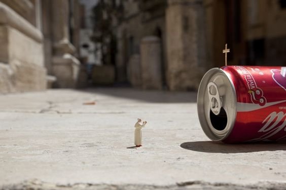 LITTLE PEOPLE – at tiny street art collection by Slinkachu