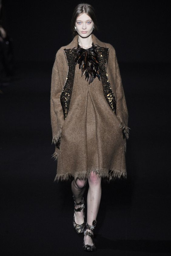 Alberta Ferretti Fall 2014 Ready-to-Wear Collection Photos - Vogue