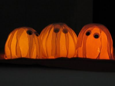 How to Make Balloon Ghosts by funfamilycrafts #Halloween #Balloon_Ghosts #funfamilycrafts
