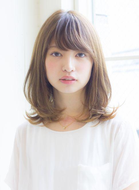 大人女子の小顔くびれミディアム 髪型ミディアム 30代 ヘアスタイル ミディアム ヘアスタイル ミディアムロング