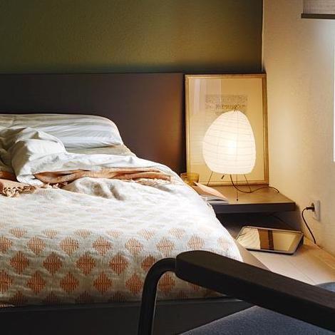 和紙照明 イサムノグチ スタンド 寝室 ベッド コーディネート例