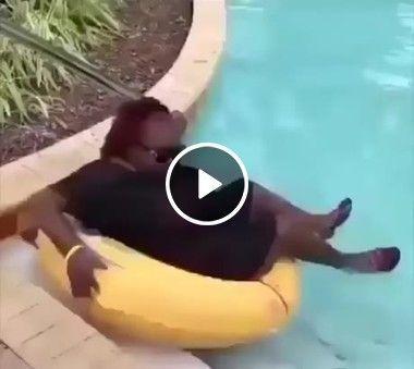 A boia não quer lava essa mulher.