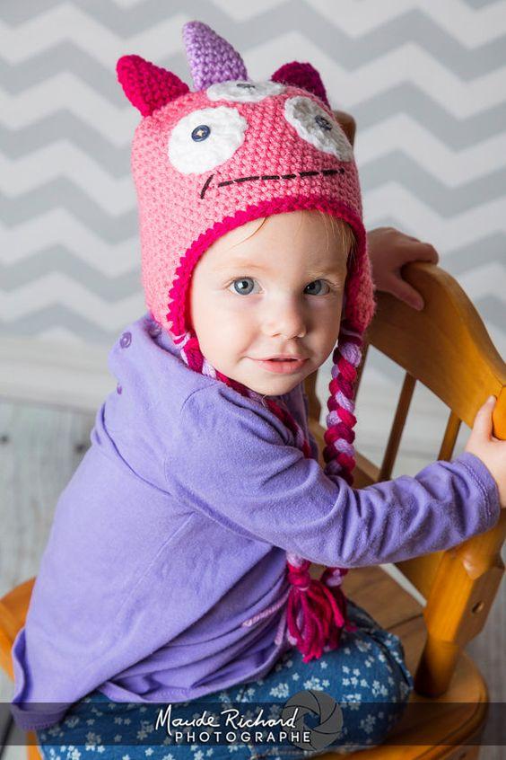 Retrouvez cet article dans ma boutique Etsy https://www.etsy.com/ca-fr/listing/228753589/tuque-de-monstre-rose-au-tricot-chapeau