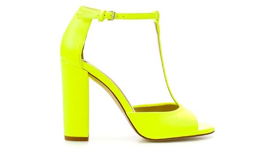 Zara sandals for a super-bright spring. #neon #yellow  Sandali fluo di Zara #giallo