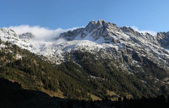 Pirineo Aragones Spain  city photos : Spain. Huesca, Pirineo aragonés, Benasque. Primeras nieves en Llanos ...
