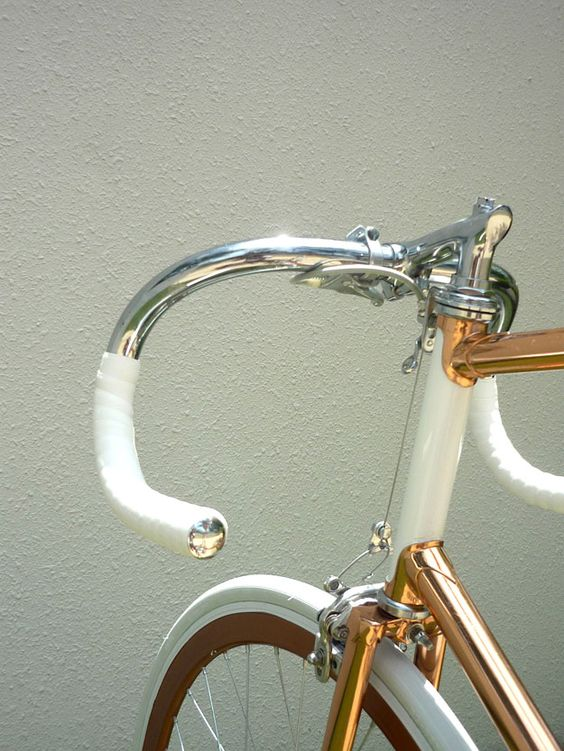 Single Speed racing bike in copper, chrome and white frame