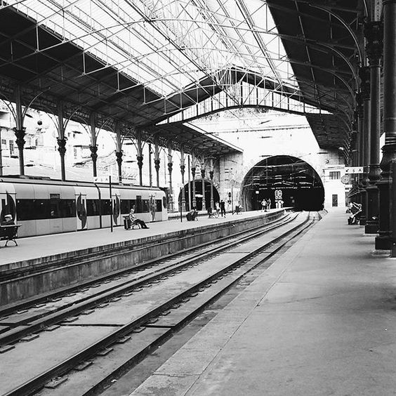 São bento // #saobento #estacaodesaobento #trains #trainstation #trains_worldwide  #ig_snapshots #ig_street #igersoftheday #igers #igers_porto #igers_portugal #likeaturist #turist #architecture #architectureporn #architecturalphotography #blackandwhite #blackandwhitephotography #vsco #vscocam #vscogrid #vscogram #latergram by anaritaramos_diary