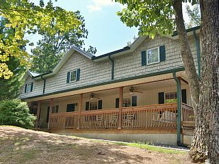 Deck,+BBQ+Grill,+DVD+Player,+Resort+Pool,+Central+Air,+17BR+Chalet,+Sleeps+69+++Vacation Rental in Pigeon Forge from @homeaway! #vacation #rental #travel #homeaway