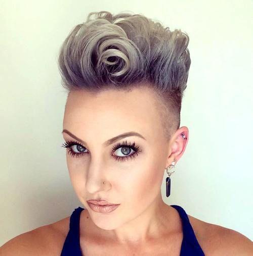 Kurze Frisuren Frauen Jahr 2019 2020 Frisur Trend Short Punk Hair Punk Hair Curly Mohawk Hairstyles