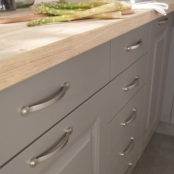 Ikea gray bodbyn cabinets match with benjamin moore cinder paint paint p - Cuisine beige et taupe ...