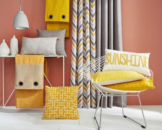 Faites entrer le soleil dans la maison avec la tendance Jaune Miel ! Du pétillant et de la gaieté avec différentes tonalités de jaunes associées au gris.