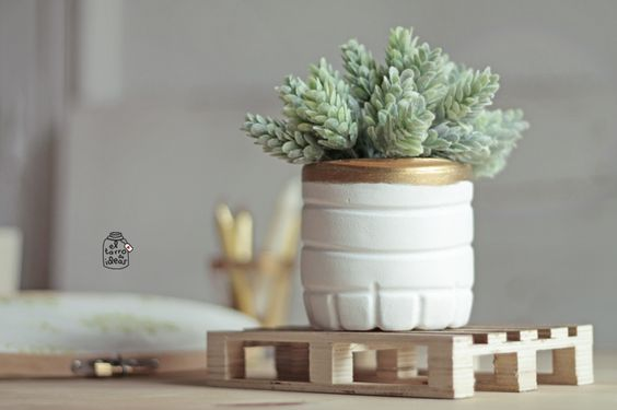 Tarro DIY: Un florero precioso con botellas de agua Bezoya - El tarro de ideasEl tarro de ideas