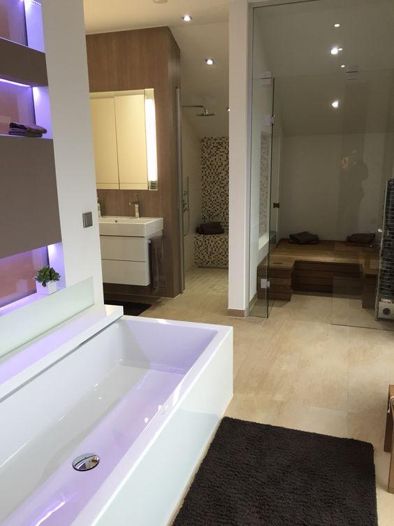 Tolles großes Badezimmer