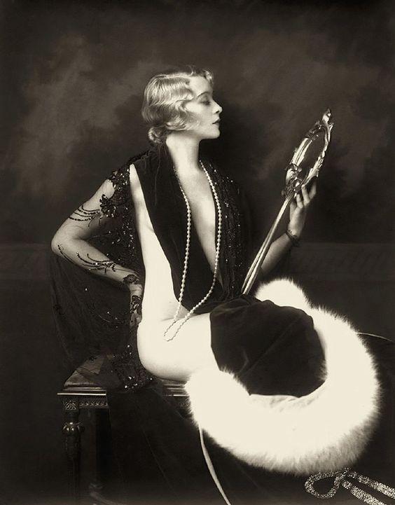 Les filles des Ziegfeld Follies dans les années 1920 Ziegfeld Follies Girls 1920 Broadway 16 photo