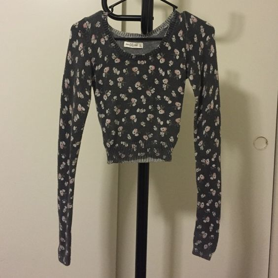 Abercrombie & Fitch crop sweater Crop sweater. In a good condition. Abercrombie & Fitch Sweaters