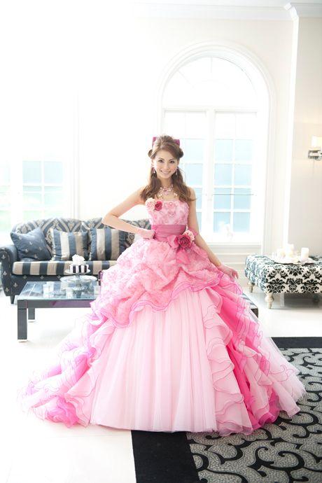押切もえピンクのカラードレス