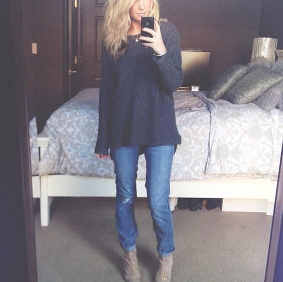 Cute weekend/ cinema outfit. boyfriend jeans, oversized sweater and ankle boots.