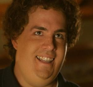 That awkward moment when Ryan Reynolds looked like this at the beginning of Just Friends... Lol