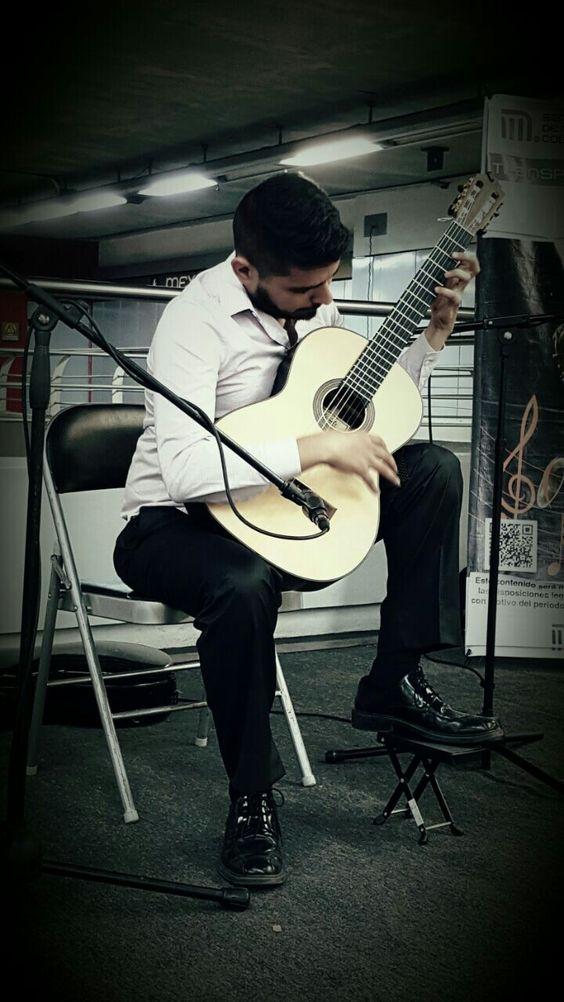 Concierto de obras clásicas latinoamericanas con guitarra acústica en #Mexicaltzingo #L12