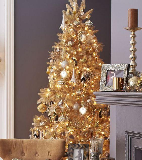 Sapin de Noël doré