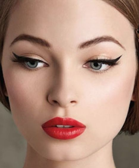 Maquillaje para un vestido rojo con negro