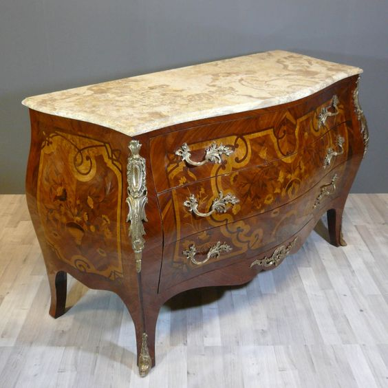 Art Commodes Louis-XV  Louisxv Commode in der Marketerie des purpurroten Holzes, des angemessenen Mahagonibaums, der Ahornholzlupe und des amaranthe