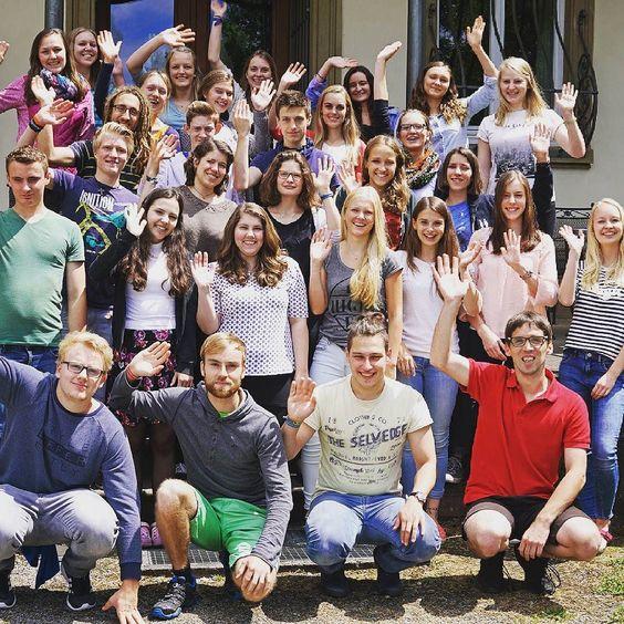 Die Vorbereitungszeit auf dem #Buchenauerhof ging heute zu Ende. In den nächsten Wochen werden die meisten unserer #Kurzzeitler in ihr #Einsatzland reisen. Wir sind gespannt wie #Gott in den nächsten Monaten durch sie und an ihnen wirken wird.  www.kurzeinsätze.de __________ #DMGint #Kurzzeiteinsatz #Gruppenfoto #Mission #Abenteuer #Erlebnis #Vorbereitung #gesegnet #jungemenschen #Berufung