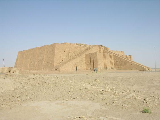 Los zigurat o atalayas se construían en forma de pirámides gigantescas