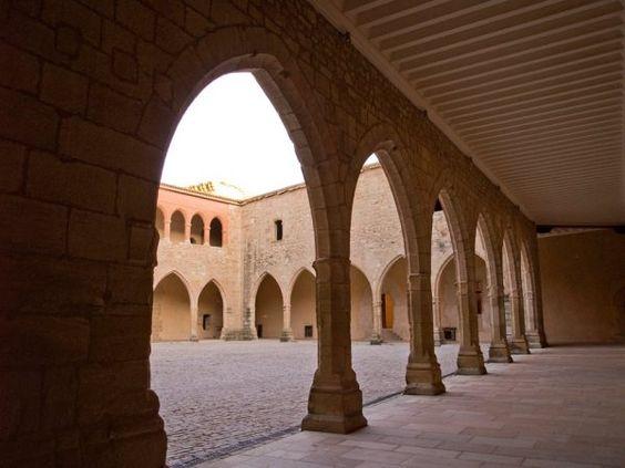 Patio de armas del Castillo de Mora de Rubielos, Teruel, España