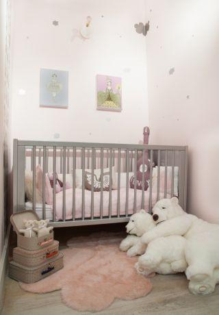 adorable decor...& cuddling ice bears..