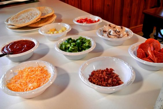 Make Your Own Pizza Bar! Great for football parties! #tailgating #football